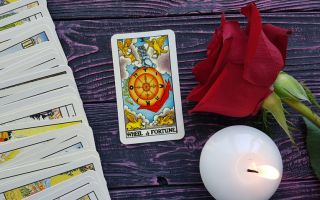The Wheel of Fortune tarot card meaning in reversed and upright position